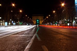 Arc de Triomphe at night by 3vilulu
