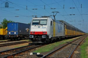 185 637-6 with freight train in Hegyeshalom by morpheus880223