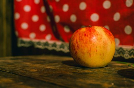 Apple by MaximusBSR