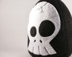 Maximus the Skully Plushie by Saint-Angel