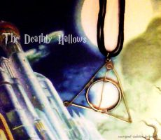 Deathly Hallows Necklace by thatcoldmask