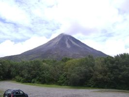 Volcan Arenal by canciondemedianoche