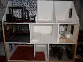 Second Foamcore Dollhouse: update by kayanah
