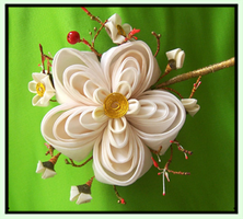 Ume Kanzashi: Large Blossom by Guip-in-a-Box