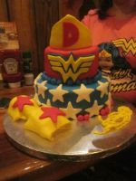 Wonder Woman Cake by tinkerbella617