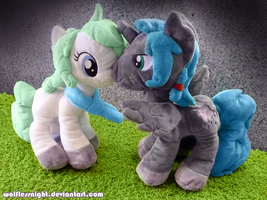 Ponies in love - Plushes by Wolflessnight