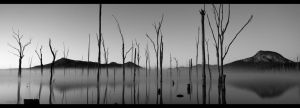 Mirror Lakes BW by lacisnot