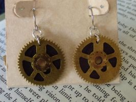 Steampunk gear earrings by Hiddendemon-666