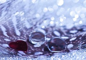 I heart droplets by pqphotography