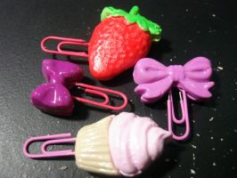Clay Paper Clip Charms (1) by Kittyluuluu66