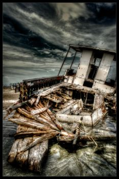 Shipwreck HDR workshop by Ghost247