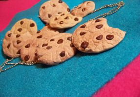 Chocolate chip cookie necklace by kawaiibuddies