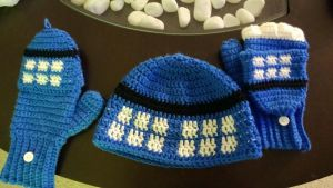 Tardis hat with matching gloves by Eritka