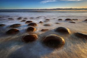 Bowling Ball Beach by porbital