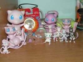 Mew Mewtwo Figure Update by doryphish333