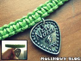 Macrame with a guitar pick by Panna-Kot
