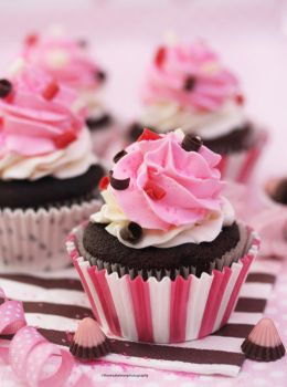 Yummy and Pretty Neapolitan Cupcakes by theresahelmer