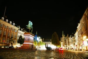 In the streets of Copenhagen by night by Heurchon