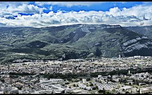 Grenoble by doudcolossus
