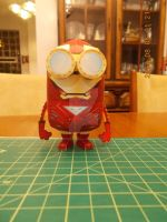 Iron Man Minion Papercraft by DraikenTalkos