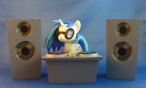 DJ-Pon3 set by krowzivitch