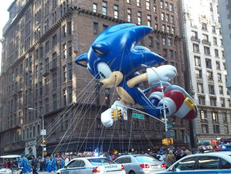 Sonic the Balloon-hog by electriclightparade