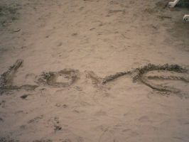 Love in the sand by LeRosaVare