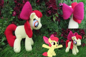 Apple Bloom by NerdyKnitterDesigns