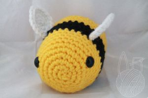 6 Inch Bee - for sale on Etsy by theyarnbunny