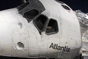 Space Shuttle Atlantis Cockpit by winterface
