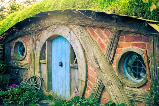 To Be A Hobbit by light-recycled