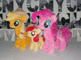 AppleJack, her little sister and Pinkie Pie by RazielleDbx