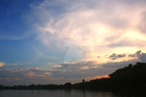 The sky above the lake. by aghozali