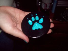 Wolf paw print by luvnevawantdher