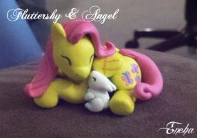 Fluttersnuggle by Eneha