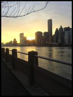 Sunset on Manhattan by t3nshi