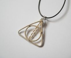 Deathly Hallows Pendant by ALINAFMdotRO
