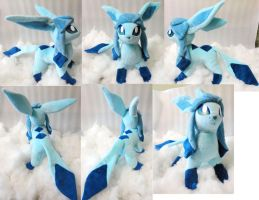 Glaceon plushie by Rens-twin