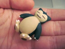 Sleepy Snorlax by Blazesnbreezes