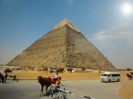 Giza pyramid by FaceTheWorldDude