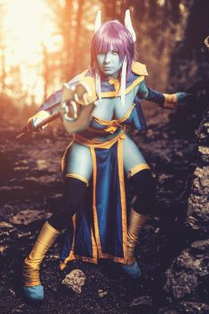 Beyond the Sun - Draenei Monara Cosplay by AlexBlacklight