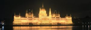 Hungarian Parliament by jochniew