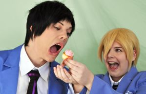 Honey-Senpai and Mori-Senpai - Cupcake om-nom! by Millahwood