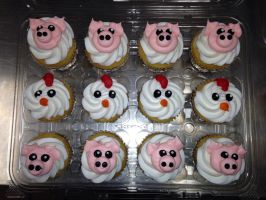 Piggy and Chicken Cupcakes by AingelCakes