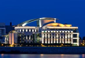 Hungarian National Theater by kalmarn