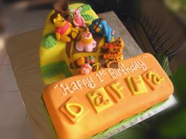 Winnie and friends B-day Cake by meechan