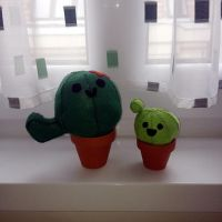 Cactus plushies by Evilehope