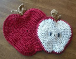 Apple Potholders by SharmClucas