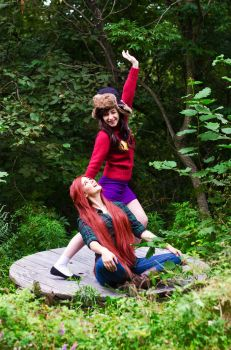 Gravity Falls Mabel and Wendy Cosplay by Ilona-fox