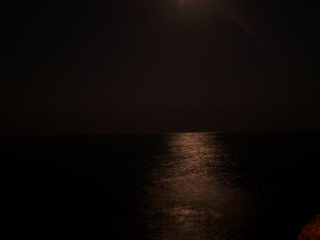 Moon and the sea2 by denizhayyam
